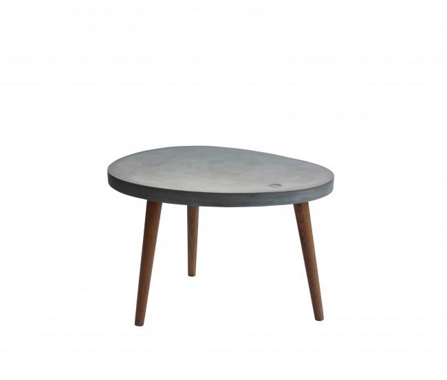 Couchtisch 72 x 50 cm Beine Eiche geölt, Platte Leichtbeton in Platte grau, Beine nussbaumfarbig mit Tom Tailor Logo. Plattenstärke 4,5 cm